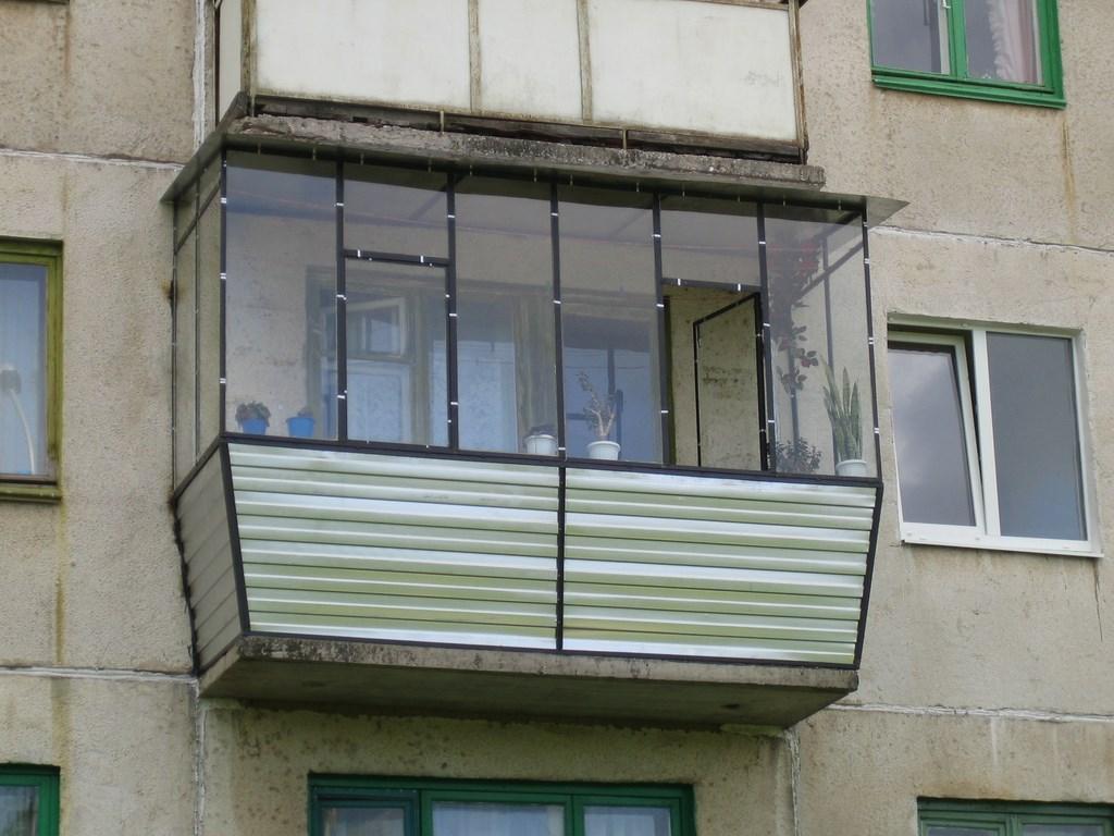 Металлические балконы.